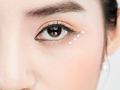 跟上粉色风潮 get粉嫩眼影减龄还招桃花